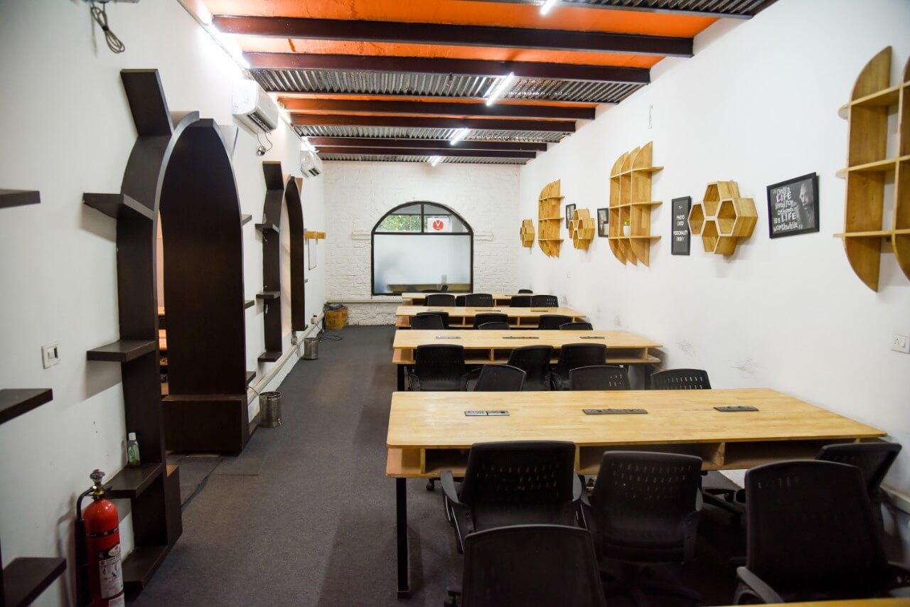 Guftagu Cafe Coworking DLF Phase 2| Bookofficenow
